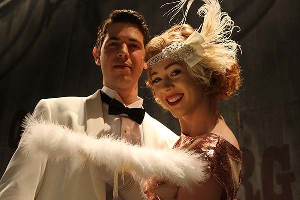 Gabriel Krut as Gatsby, Teagan Earley as Daisy